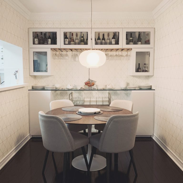 Scarborough Condo, Dining Room, white and gold wallpaper, modern decor